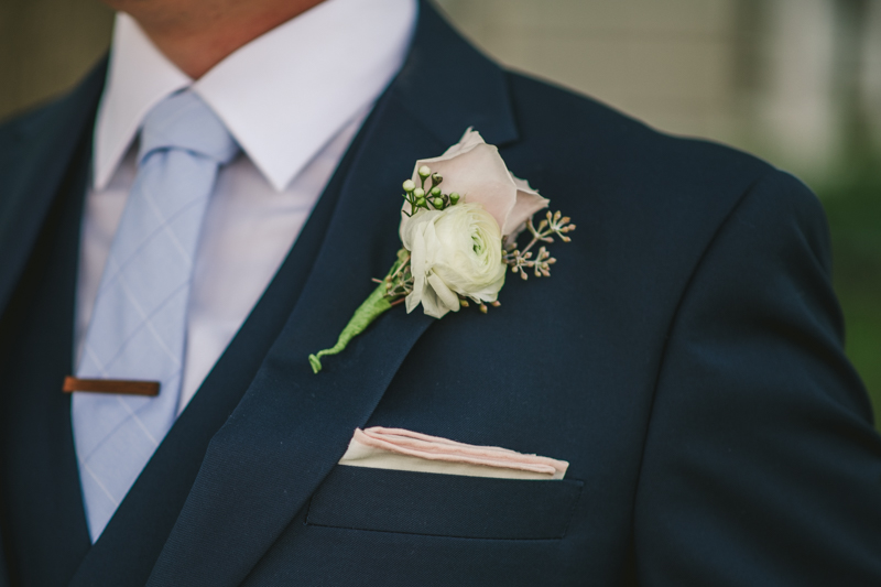 Summer wedding florals from Urban Chic Floral in Downtown Annapolis by Britney Clause Photography, wedding photographers in Maryland