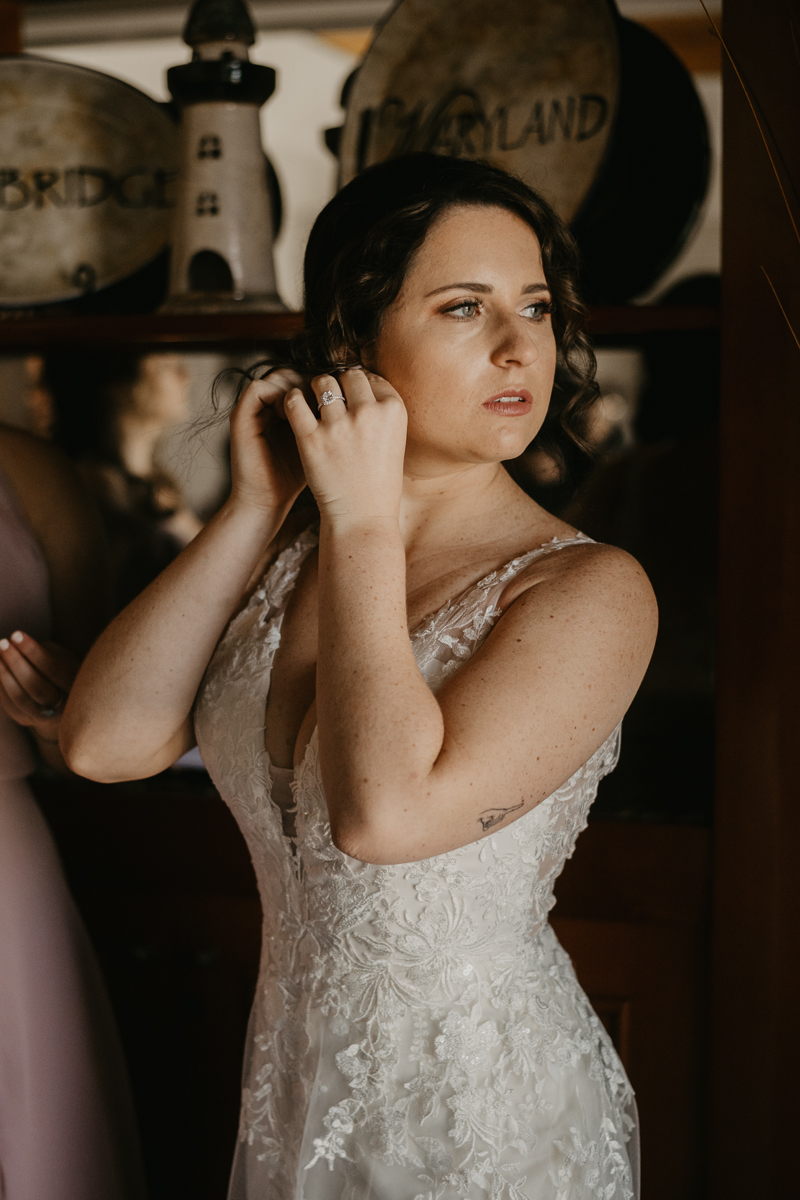 A bride getting ready for her wedding at The Hyatt Regency Chesapeake Bay, Maryland by Britney Clause Photography